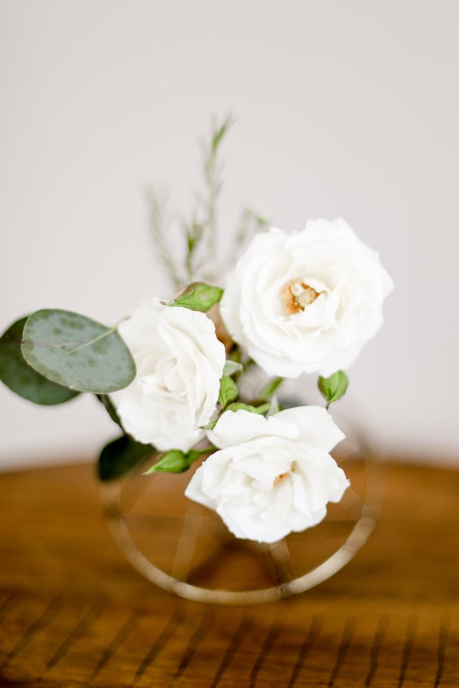 Gold geometric bud vase with roses