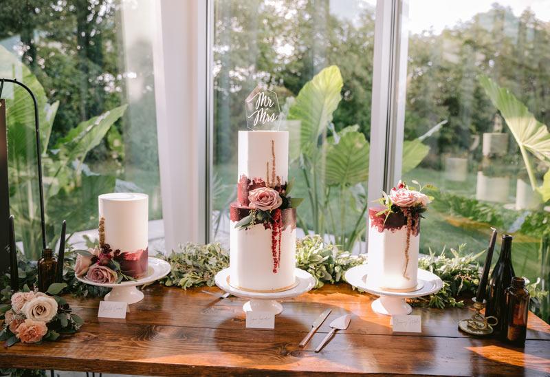 Monochromatic mauve wedding cakes