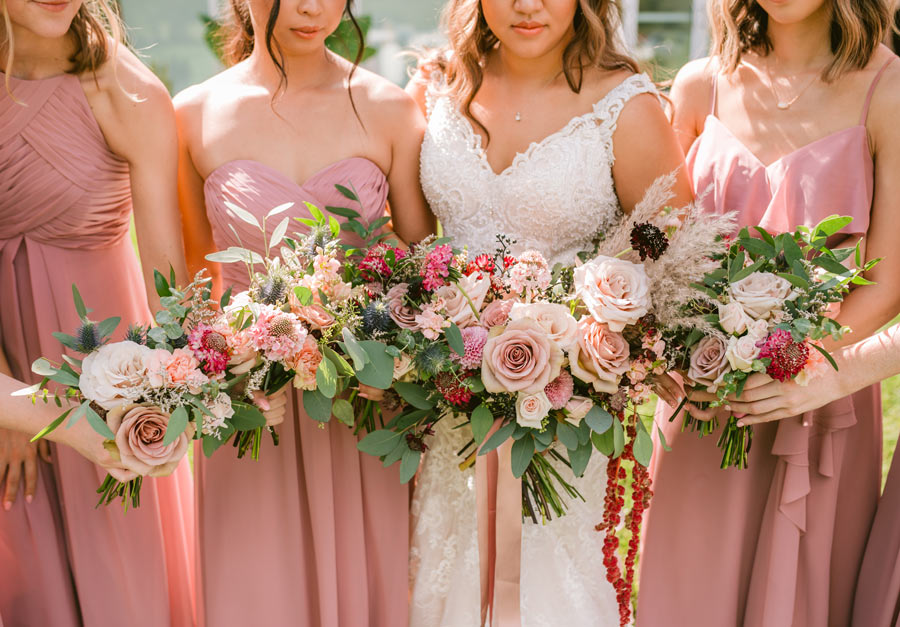 Bridemaids with bouquets