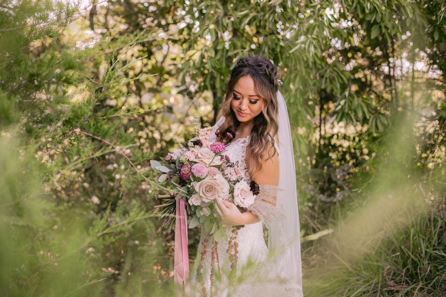 Bride holding mauve bouquet
