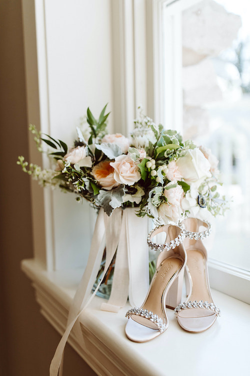 Bride's bouquet and wedding shoes
