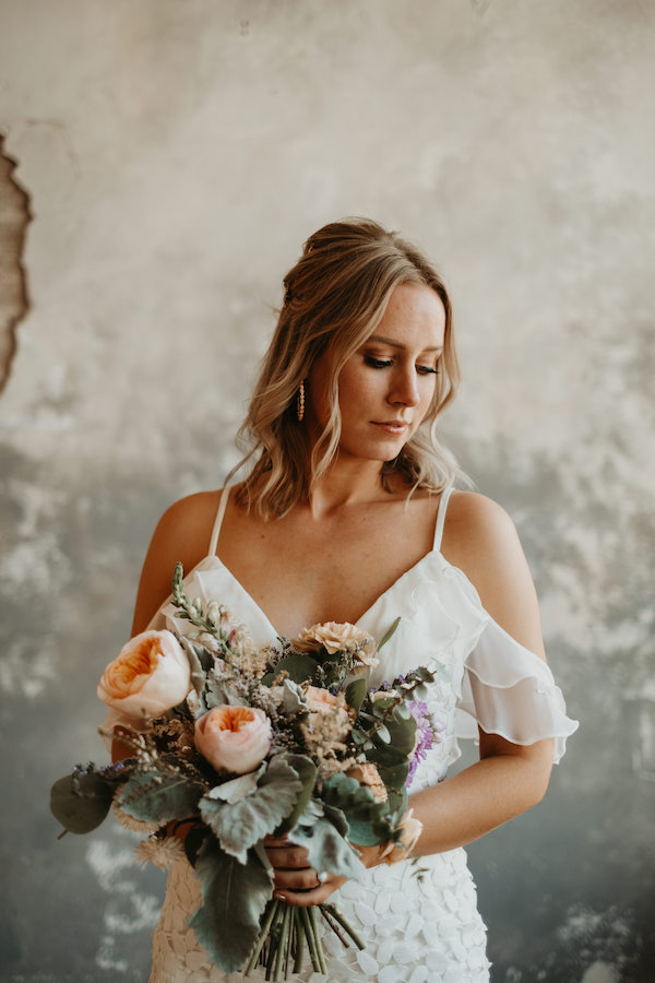 Bride with peach and lavender bouquet