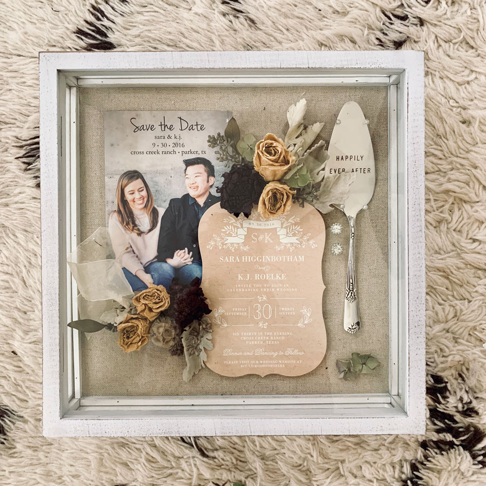 Memory box with flowers and invitation suite