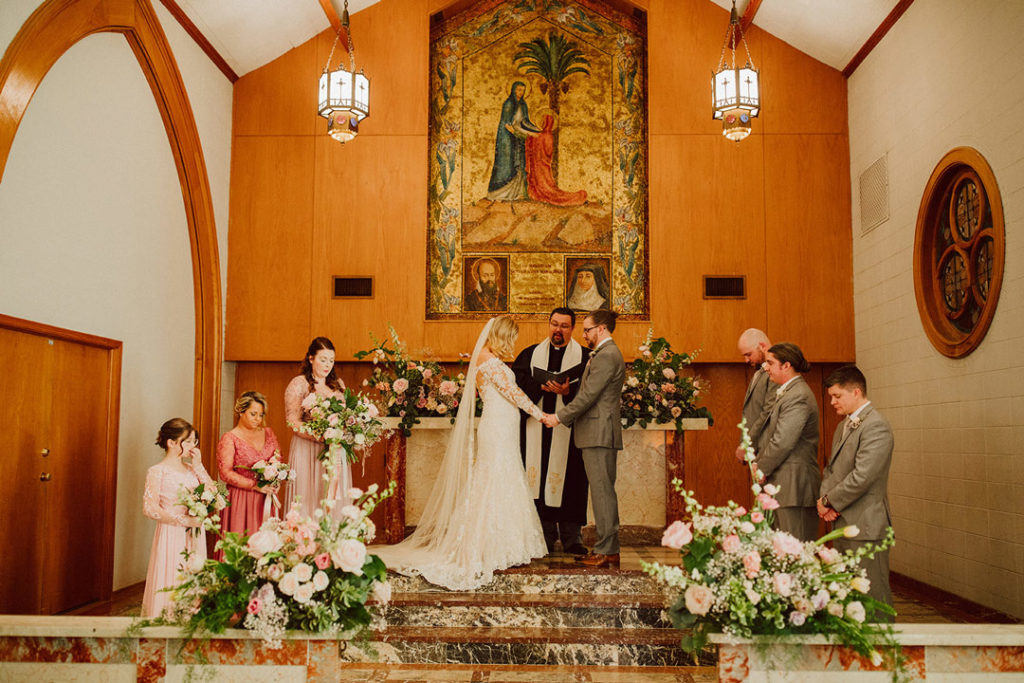 Romantic ceremony at Elfindale Chapel